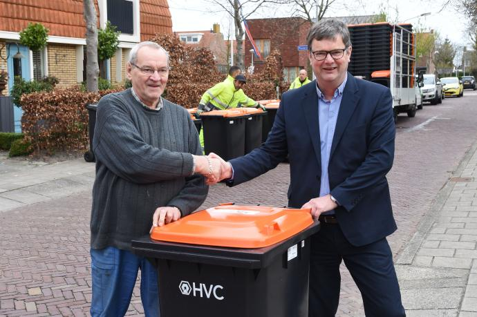oranje rolcontainers in slootdorp